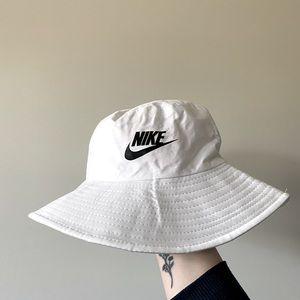 Nike party / bucket hat